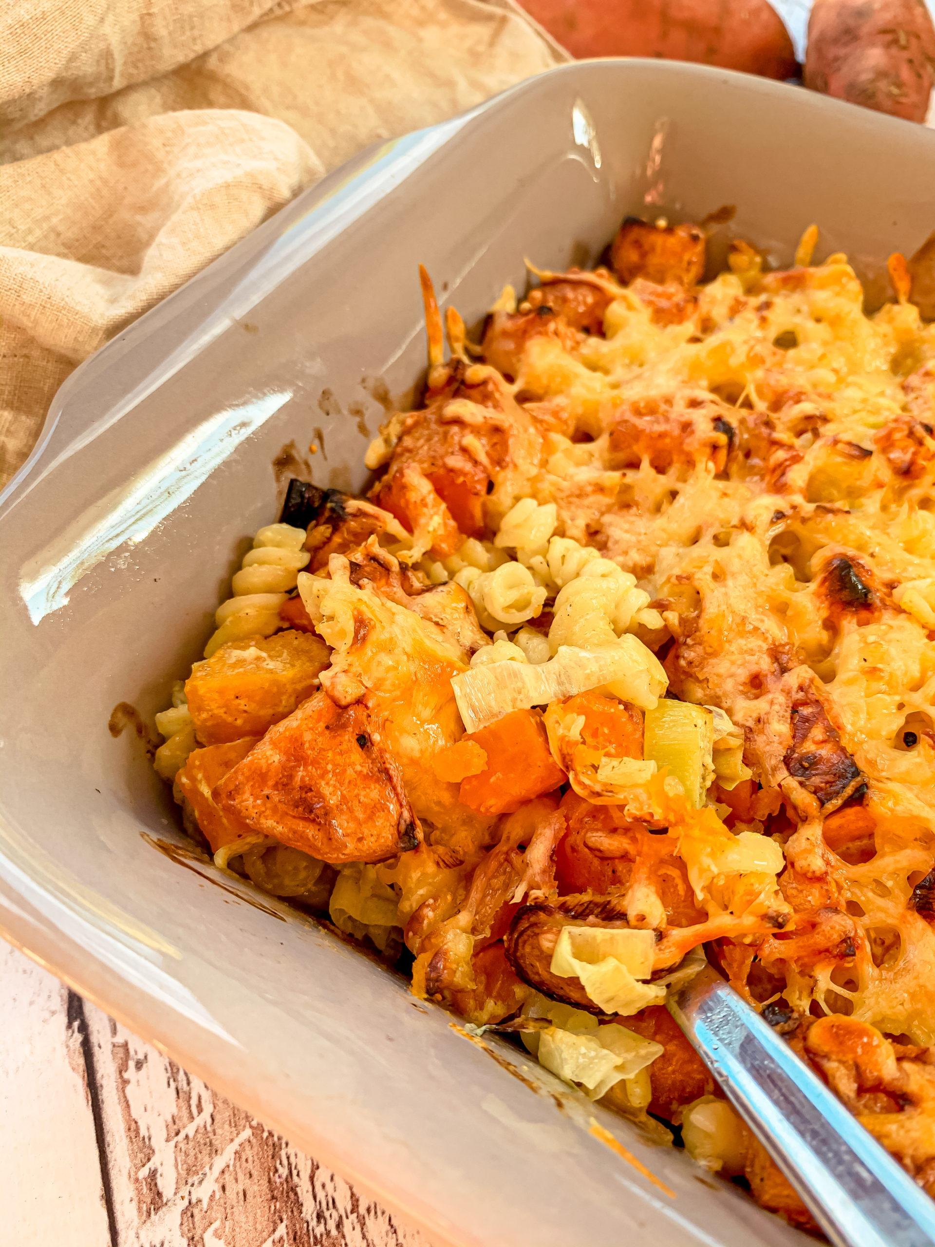 Gratin de pâtes, patates douces et poireaux