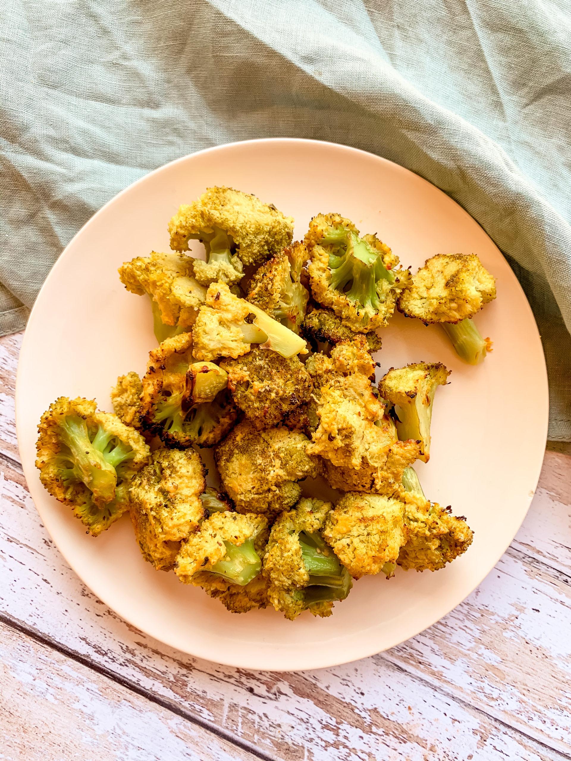 Brocoli et sauce au yaourt épicé